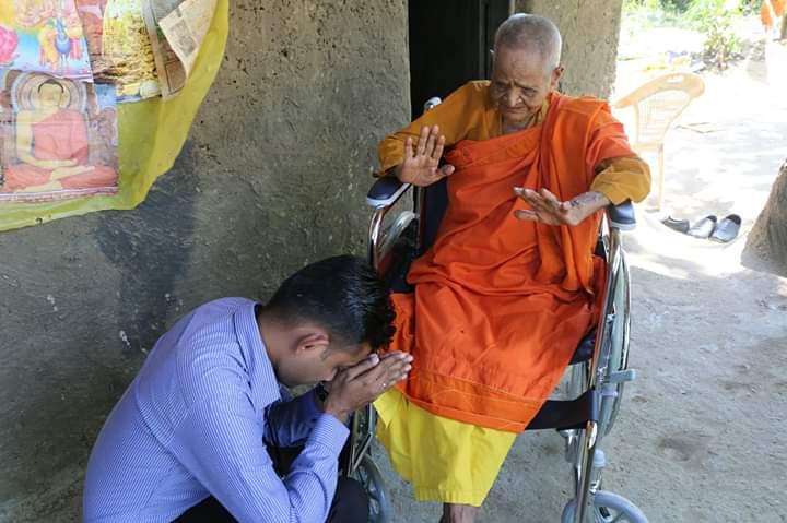 පිය සෙනෙහසට නොදෙවෙනි වූ මහප්පාගේ සෙනෙහස වෙනුවෙන් යුතුකම් ඉටුකල Thushani Perera Gallege අක්කා (Donating a Wheelchair – ඔක්කම්පිටිය) – Part 02