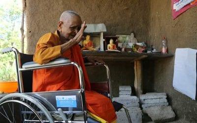 පිය සෙනෙහසට නොදෙවෙනි වූ මහප්පාගේ සෙනෙහස වෙනුවෙන් යුතුකම් ඉටුකල Thushani Perera Gallege අක්කා (Donating a Wheelchair – ඔක්කම්පිටිය) – Part 01